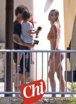 Stefano De Martino, Belen Rodriguez e Santiago: la famiglia si riunisce a Ibiza.