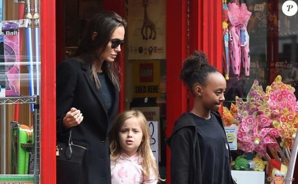 Angelina Jolie et Brad Pitt : La mère biologique de Zahara veut ... - purepeople.com