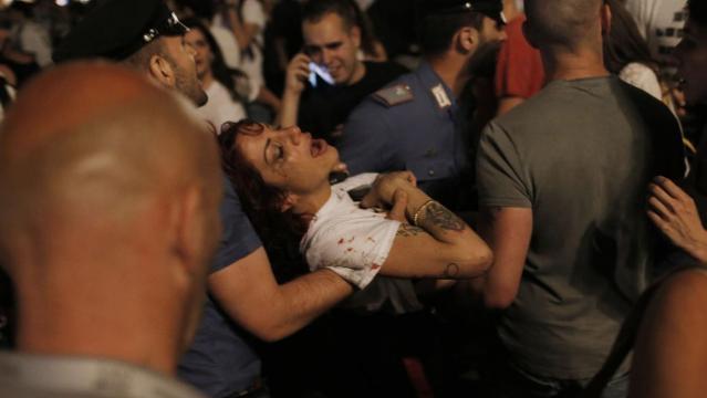 Diversi i veriti durante la fuga della folla