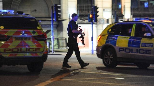 La police armée a intervenu pour abattre trois individus