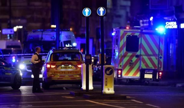 La police intervient suite à l'attaque près du London Bridge