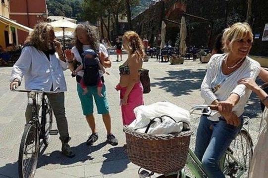 Marco Firpo e Gemma Galgani con alcuni fan