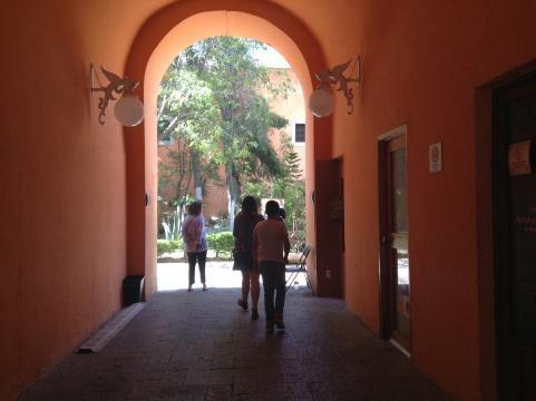 En el contexto del Cuartel del Arte, el INAH instalado en un edificio colonial rescatado.