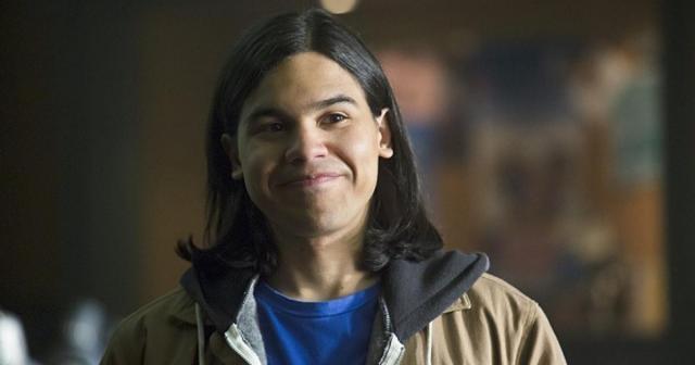 Cisco Ramon, aka Vibe, battles a new meta human in 'The Flash' Season 4.