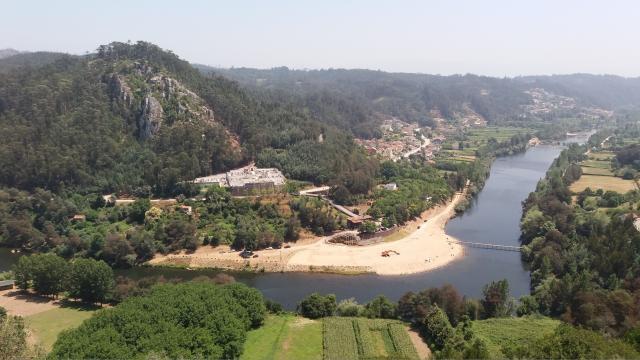 A vila é constituída por oito freguesias.