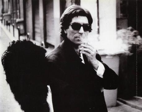 El ángel con alas negras retratado en el single