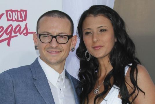 Chester Bennington con la moglie Talinda, ex modella di Playboy