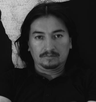 Christian Flores, artista peruviano che esporrà le sue opere al Duomo di Massa
