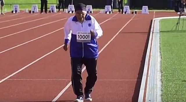 101-year-old woman fights to the finish during 100 meter race- YouTube/Dinamalar Channel