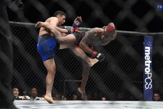 Klose pudo quitarle el invicto al electrizante congeles Diakise. MMA Junkie.com.