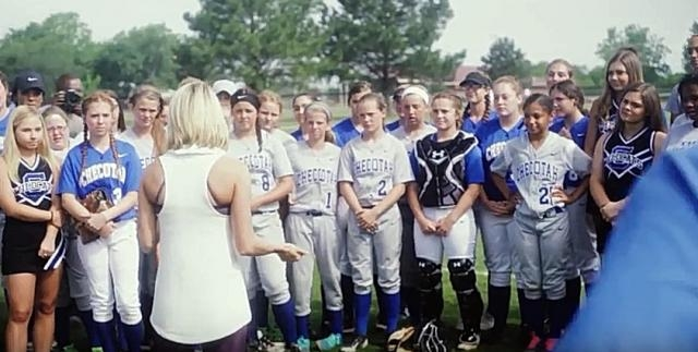 Carrie Underwood talks to group of softball girls- YouTube/ Today Channel