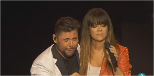 Miguel Poveda canta «Hielo abrasador» de Quevedo junto a la malagueña Vanesa Martín