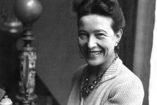 Simone de Beauvoir, filósofa e uma das pioneiras do movimento feminista na França.