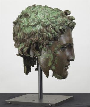 En las vistas de perfil del retrato se pueden reconocer los rasgos de un retrato.
