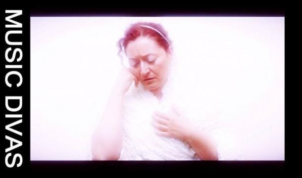 Rossella Regina nei panni di Céline Dion.