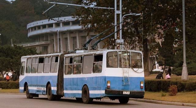 Pyongyang Trolley Bus (Credit – calflier001 – wikimediacommons)