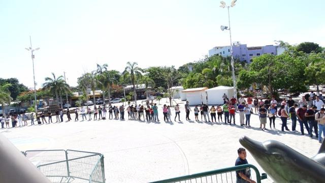 Cientos de ciudadanos acudieron en busca de empleo