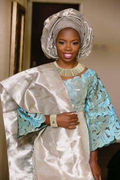 Pagne tissé Yoruba du Nigéria porté à l'occasion d'un mariage