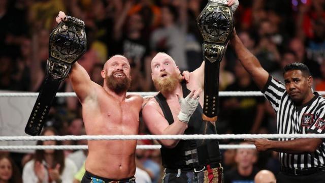 SaNity por fin terminó el largo reinado de parejas de los Authors of Pain. WWE.com.