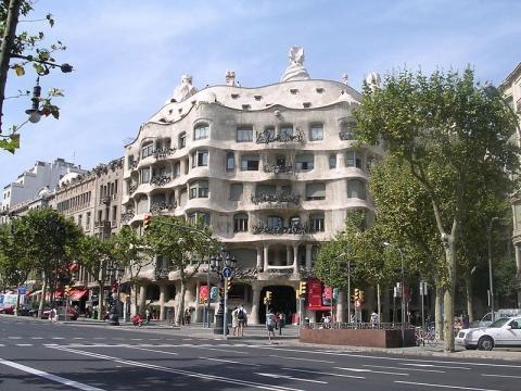 Barcelona street scene (Credit – Fabio Alessandro Locati – wikimediacommons)