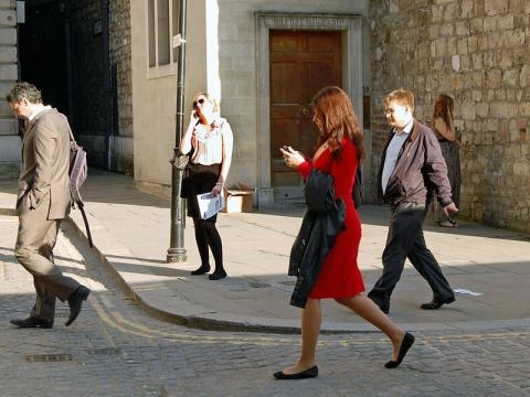 Texting and walking (Credit – Duncan Harris –wikimediacommons)