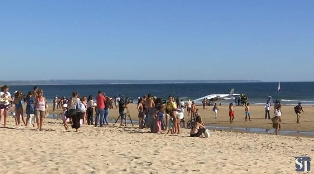 Cessna plane makes an emergency landing on a beach in Portugal [Image: YouTube/ Straits Times]