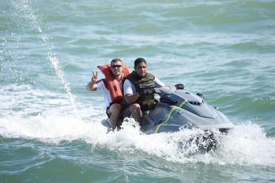 Blamage: Sein Trikot trägt Podolski auf dem Fauxpas - Bild von