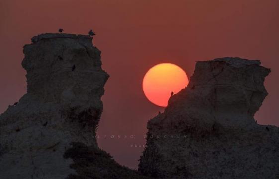 Straordinaria alba a Torre dell'Orso. Foto Stefano Zuccalà.