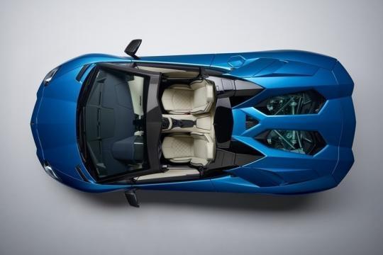 El conductor puede seleccionar entre cuatro de conducción: Strada, Sport, Corsa y Ego