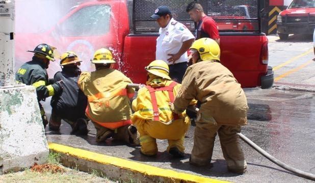 Los bomberos demostraron el resultado de su entrenamiento diario