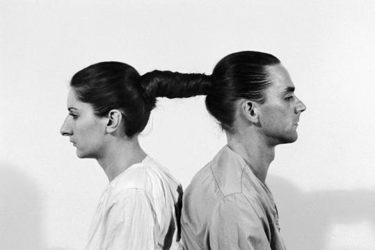Art Wiki : MarinaAbramoviculay - artwiki.fr