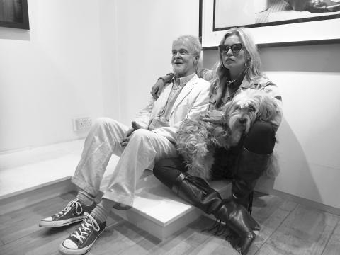 Robert Davidson and Kate Moss at the Whitebank Fine Art Gallery, by Balkan. (Own work)