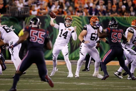 Andy Dalton otra vez falló en primetime con los Bengals. Cincy Jungle.com.