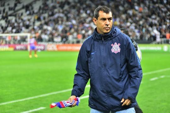 Carille resolve falar sobre as críticas que o Corinthians está sofrendo (Foto: Reprodução/Marcos Ribolli)