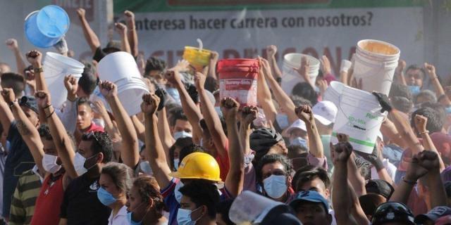 Voluntarios ayudando en las zonas afectadas después del sismo
