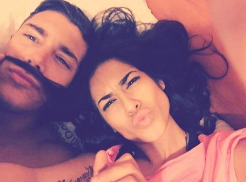 Silvia y su pareja en un selfie