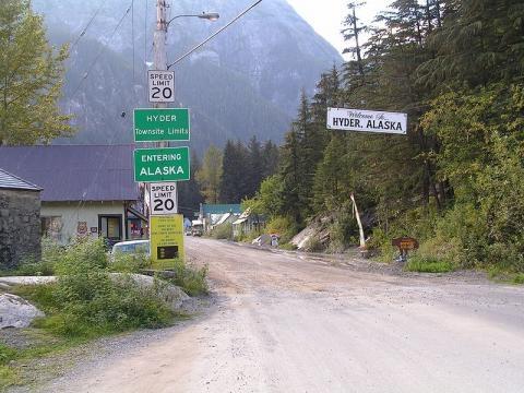 Border between Canada and USA (Credit – Tdevries – Wikimedia Commons)