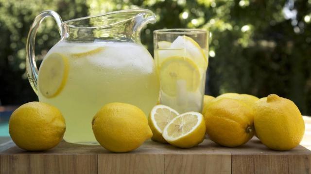 beneficios del jugo de limon para adelgazar