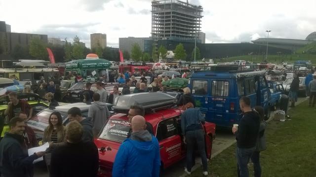 Trudno było przejść pomiędzy pojazdami (fot. Zbigniew Wolski)