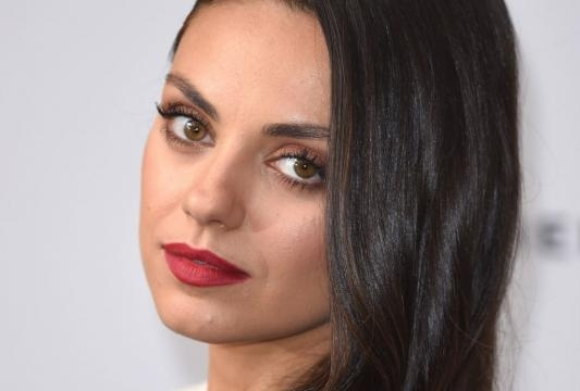 Mila Kunis' Red Carpet Beauty Look: Stunning Makeup and Sleek Wavy ... - glamour.com