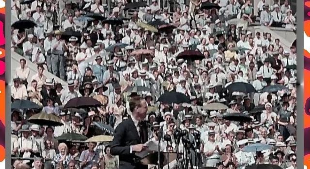 Lindbergh przemawia na wiecu – ani upał ani deszcz nie odstraszały jego zwolenników (YouTube screenshot)