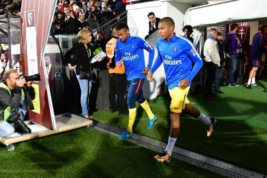 Foot PSG - PSG : Pierre Ménès annonce un duo Neymar-Mbappé d'enfer ... - foot01.com