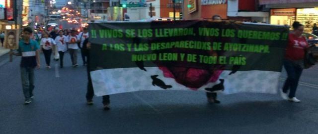 Individuos e integrantes de diversas organizaciones recorrieron parte del centro de la ciudad. Fotos: Brenda T. (De Facebook)