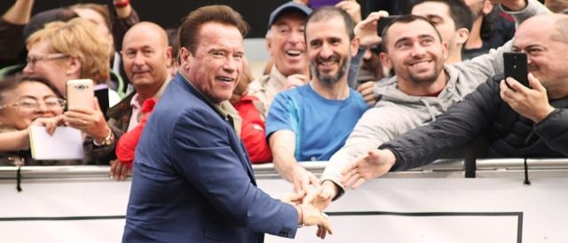 Arnold-Schwarzenegger-aterriza-en-el-Festival-de-cine-de-San-Sebastián-
