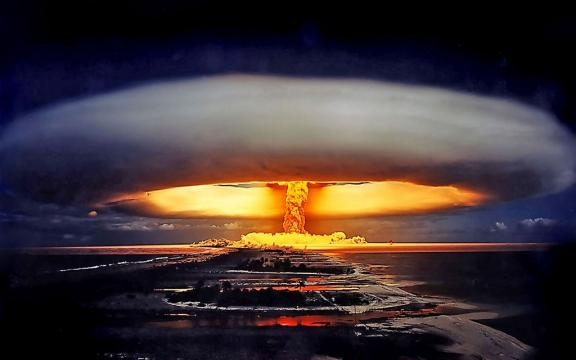 Difference Between An Atomic And A Hydrogen Bomb - Unshootables - unshootables.com