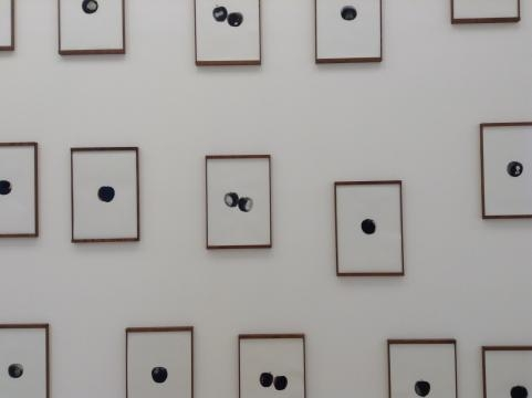 Them Apples 2016, la expresión gráfica conceptual del artista albanés Anri Sala.