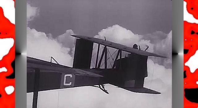 Tylny strzelec na takim odkrytym stanowisku nisko latającego bombowca (fot. Ibidem)