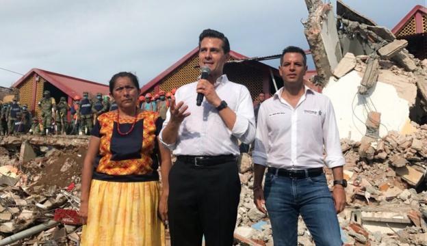 Enrique Peña Nieto recorre el municipio de Juchitán.