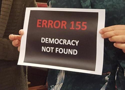 Barceló exhibe un cartel en contra del 155 en el debate » Local ... - ultimahora.es