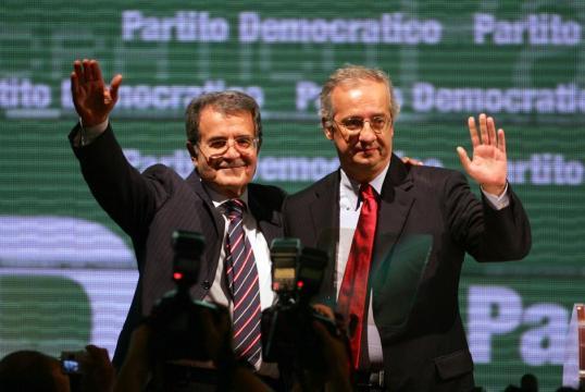 Bersani risponde si all'appello di Prodi e Veltroni per l'unità del centrosinistra